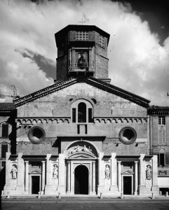 La facciata del Duomo di Reggio Emilia.