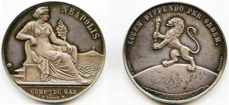 Una medaglia d'argento per Napoli la prima città italiana ad avere l'illumina...