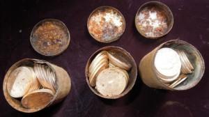 Alcuni dei contenitori metallici del tesoro di Saddle Ridge (da mashable.com)