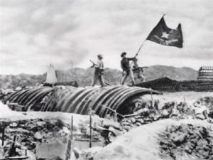 La disfatta di Dien Bien Phu, che ha segnato la fine del colonialismo francese in Estremo Oriente.