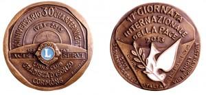 La medaglia per i due eventi celebrati dal Lions Club di Gradisca d'Isonzo.