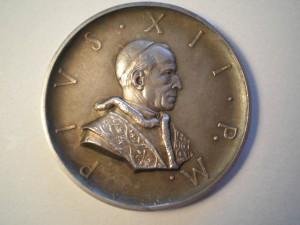 Medaglia dedicata a Pio XII Fronte