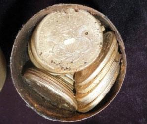 Uno dei contenitori metallici del tesoro ritrovato in California (da theblaze.com)