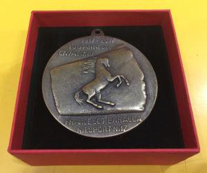 dritto medaglia 70 anni del cavallino